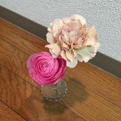 カーネーションとラナンキュラス 好きな組み合わせの色  #花#flower#カーネーション#ラナンキュラス by akikom0507