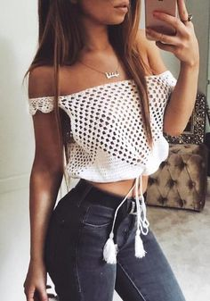 This cold shoulder crochet top is so cute a nice summer outfit Cropped Tops, Cute Crop Tops, Festival Tops, Crochet Woman, Knit Crochet, Crochet Style, Crochet Clothes, Diy Clothes, Bikinis Crochet