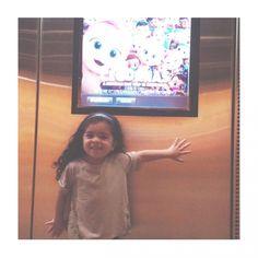 Ontem foi dia de irmos no cinema com a pequena e o filme escolhido foi Cegonhas a Isabela adorou o filme e nós também o filme é bem divertido e em alguns pedaços do filme os pais com certeza vão se identificar com alguns personagens. Como na parte onde a cegonha e a menina estão cuidando da bebê e não conseguem dormir pois o bebê acorda toda hora  ou os pais mega ocupados que não tem tempo para se divertir com os filhos  ... Classificação Livre!:: Sobre o filme: Cegonhas entregam bebês... ou…