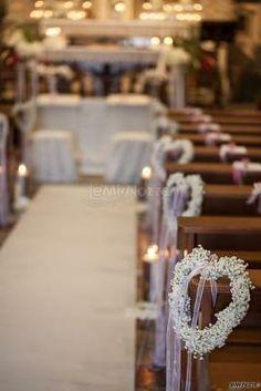 Ghirlande di fiori bianchi a #cuore per il #matrimonio