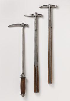 """Reiterhammer (""""Papageienschnabel""""), 16. Jahrhundert Sammelaufnahme [Schillerplatz 6]"""
