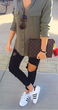 outfits with black jeans * outfits . outfits for school . outfits with leggings . outfits with air force ones . outfits with black jeans . outfits for school winter . outfits with sweatpants Fashion Mode, Look Fashion, Autumn Fashion, Fashion Clothes, Fashion Outfits, Womens Fashion, Fashion Trends, Fashion Ideas, Ladies Fashion