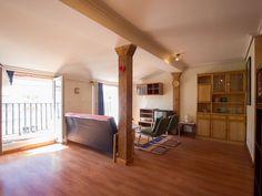Un salón espacioso, luminoso y con balcón ¿qué más se puede pedir?