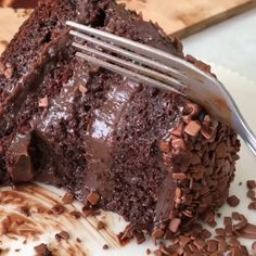 Food & Drink — Cakes and Pies on We Heart It Chocolate Buttercream, Chocolate Ganache, Cupcake, Concealer For Dark Circles, Chocolate Heaven, Diy Cake, Relleno, Cake Recipes, Good Food