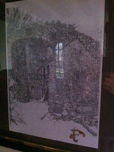 Maison en ruine sous la neige dans un village de montagne. Dessin commencé au retour de la promenade au début de l'hiver 2010. Fait au crayon mine noir, aux crayon aquarelles et à la feuille d'or.