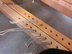 Hanna hurahti: Loimen laitto kangaspuihin Weaving Techniques, Clothes Hanger, Diy, Decor, Weaving, Coat Hanger, Decoration, Bricolage, Clothes Hangers