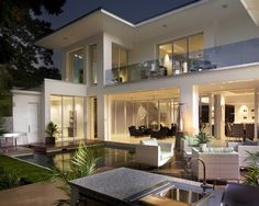 Outdoor living - pool, kitchen