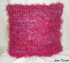 The Knifty Knitter: Throw Pillow Pattern for the Green Round Loom Round Loom Knitting, Loom Knitting Projects, Loom Knitting Patterns, Knitting Tutorials, Hair Yarn, Loom Craft, Knifty Knitter, Peg Loom, Red Heart Yarn