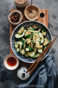Easy Chinese cucumber salad - This refreshing and delicious cucumber salad only takes 5 minutes to make. It's the perfect side dish to make in the summer. Healthy Chinese Recipes, Best Chinese Food, Dairy Free Recipes, Veggie Recipes, Salad Recipes, Dinner Recipes, Restaurant Dishes, Homemade Chili, Japanese Dishes