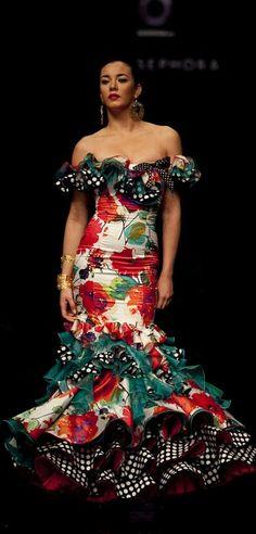 Mixing patterns with reckless abandon! It's definitely an art. Flamenco Costume, Flamenco Skirt, Flamenco Dancers, Flamenco Dresses, Spanish Dress, Mode Costume, Spanish Fashion, Latin Dance Dresses, Gala Dresses