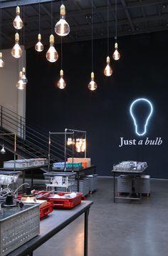 """Jusqu'au 7 Novembre 2015, l'ampoule est à l'honneur chez Merci avec l'installation #Justabulb"""". Découvrez un large éventail de variations sur le thème mais aussi tout ce qui l'entoure : douilles, câbles, rosaces, abats-jours..."""