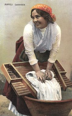 Une blanchisseuse italienne Good Housekeeping, Hui, Laundry Room, Cool Pictures, Decoupage, Painting, Etchings, World, Cool Gadgets