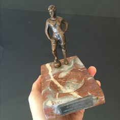 Hungarian Football Championship top scorer got awarded by the Ferencvarosi TC supporters with a bronze status mounted on marble ashtray - the bronze status is depicting Takacs II Jozsef Ferencvarosi Torna Club legendary striker Football Memorabilia, Marble, Bronze, Club, Top, Granite, Marbles, Crop Shirt, Shirts