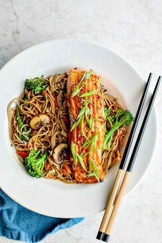 {Cooking with Friends} Miso Glazed Salmon With Sesame Soba Noodles, by Killing Thyme http://foodnouveau.com/recipes/mains/fish-seafood/miso-glazed-salmon/