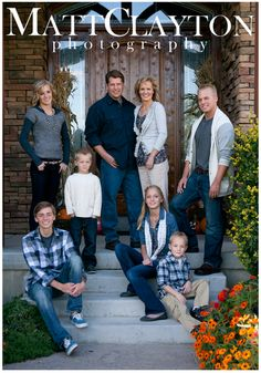 Love this family picture idea! Front door is so symbolic Love this family picture idea! Front door is so symbolic Adult Family Photos, Large Family Pictures, Family Photos What To Wear, Large Family Poses, Fall Family Photos, Family Picture Colors, Family Picture Poses, Family Picture Outfits, Family Photo Sessions