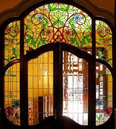 Barcelona - València 213 i Stained Glass Door, Stained Glass Designs, Leaded Glass, Mosaic Glass, Glass Doors, Art Nouveau Interior, Art Nouveau Architecture, Modern Architecture, Monuments