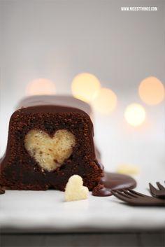 Chai-Kuchen mit Herz (evtl. einfach ersetzen durch einen Stern, Schneeman oder Weihnachtsmann?) als Dessert für ein weihnachtliches Festmahl