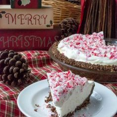 This incredibly Easy Sugar-Free Low Carb Peppermint Cheesecake Pie is a no bake sensation and will be your favorite dessert to make for the holidays with family and friends! Thank you to Sweetleaf stevia for sponsoring this post! Keto Desserts, Sugar Free Desserts, Desserts To Make, Sugar Free Recipes, Low Carb Recipes, Dessert Recipes, Keto Snacks, Diabetic Recipes, Dessert Ideas