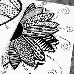 40 Simple and Easy Doodle Art Ideas to Try Easy Doodle Art, Doodle Art Designs, Doodle Art Drawing, Zentangle Drawings, Art Drawings Sketches, Zentangles, Flower Drawings, Easy Zentangle, Zen Doodle Patterns