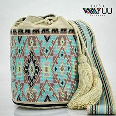 Who wants this single thread bag. Let know DM for more info. Handcrafted handbags made by indigenous wayuu in the north of Colombia. Worldwide shipping – envíos mundiales – PayPal WA +57 3188430452 #seoul #ootd #mochilas #wayuu #handmade #boho #hippie #bohemian #trendy #knitting #australia #กระเป๋าถือ #Handgjord #Handgemacht #Handgemaakt #faitmain #london #australia #wayuubags #winter #Netherlands #handcrafted #fashion #กระเป๋า #france #newyotk #日本 #california #miami #Hæklet #newyork