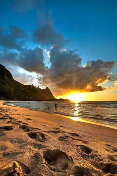 Tunnels Beach  Kauai, HI... I'm going here!!!