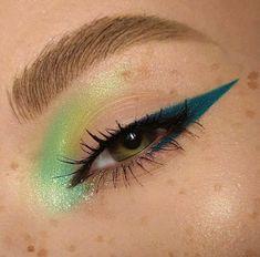 Makeup Eye Looks, Creative Makeup Looks, Blue Eye Makeup, Cute Makeup, Pretty Makeup, Skin Makeup, Eyeshadow Makeup, Gorgeous Makeup, Green Eyeliner