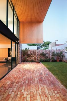 The backyard area of Price Street House, by architects Yun Nie Chong and Patrick Kosky in Fremantle, WA features recycled bricks and timber. Red Brick Paving, Brick Courtyard, Brick Path, Brick Garden, Brick Fence, Backyard Patio, Backyard Landscaping, Brick Driveway, Recycled Brick