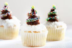 Chocolate Christmas Tree Cupcakes...I created a video tutorial on how to put these adorable little Hershey's Kisses & Reese's Peanut Butter Cup tree's together!