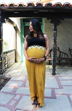 The bold colors are perfect for a maternity photo shoot. Maternity Fashion, Spring Maternity, Maternity Style, Yellow Maxi Skirts, Maternity Boutique, Friend Outfits, Pleated Maxi, Golden Yellow, Pregnancy Photos