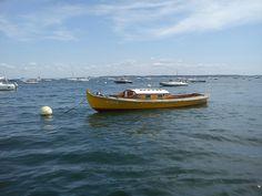 Pinasse jaune le long de la presqu'île Lège Cap Ferret