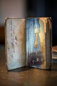 Inspiration for an artist trading card Art Journal Pages, Art Journals, Altered Books, Altered Art, Art Postal, Handmade Books, Art Journal Inspiration, Moleskine, Bookbinding
