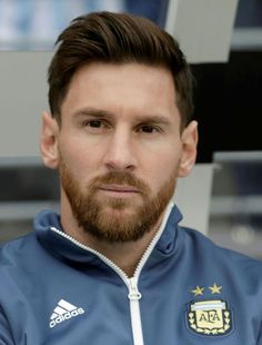 Regardless of whether you are a fan of football, the Lionel Messi name is one thing that needs no introduction. Lionel Messi, the famous striker for the Best Beard Growth, Beard Growth Oil, Lional Messi, Neymar, Lionel Messi Haircut, Short Hair With Beard, Beard Styles, Hair Styles, Chelsea