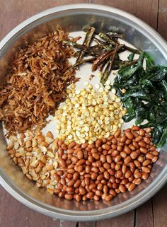 Murmura Chivda ~ Puffed Rice Chivda is part of Puffed rice - Murmura chivda, a popular snack among Telugu people is one of the healthy snacks of India Spiced puffed rice mixture uses dried coconut, dalia & chilies Rice Snacks, Dry Snacks, Savory Snacks, Healthy Snacks, Savoury Dishes, Veg Recipes, Baby Food Recipes, Indian Food Recipes, Cooking Recipes
