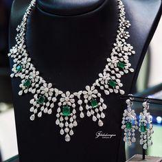 #petchchompoo Emerald Jewelry, High Jewelry, Diamond Jewelry, Engagement Ring Shapes, Engagement Rings, Real Diamond Necklace, Jewelry Design, Necklaces, Indian
