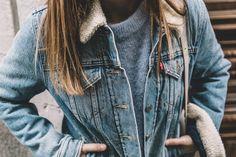 Collage Vintage Lined denim jacket Light Blue Sweater, Lined Denim Jacket, Mother Jeans, Collage Vintage, Blue Boots, Blue Sweaters, Ripped Jeans, Street Style, Winter Fashion