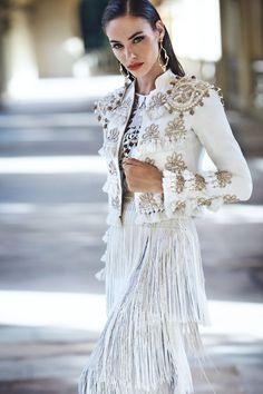 what are spanish style homes called White Fashion, Look Fashion, Fashion Show, Fashion Design, Ethnic Fashion, Fashion History, Fashion 2020, Smoking Noir, Spanish Style Weddings