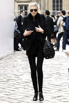Simple & chic in all black #StreetStyle