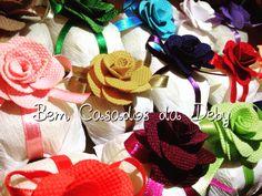 Flores do meu jardim!!! Bem casados com aplicação de flores em tecido!!! www.bemcasadosdadeby.com.br @bemcasadosdadeby