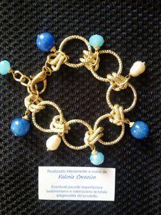 Bracciale con sfere lisce di agata blu, cristalli e perle di fiume