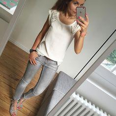 Jeudi tout gris ☁️... #ootd#lookoftheday#igdaily#igers#igfashion#fashionpost#fashiondiaries#dailyoutfit#instafashion#whatiworetoday#metoday top(old)/jean#Zara spartiates#zara#zaraaddict