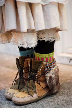 アンクルブーツ / 池袋 / ¥3900くらいmuktuks with colorful socks and romantic, lacy, long skirts. Mori girl.