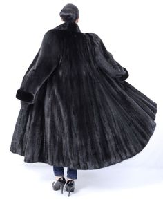 The female skins are silky soft and clean. The coat is in a neat and very good condition. The coat can be closed with hook and hook on the collar. Most of our fur coats and jackets are expertly cleaned in a special furs machine. Mink Jacket, Vest Jacket, Coats For Women, Clothes For Women, Fabulous Furs, Fur Stole, Mink Fur, Ranch, Fur Coat
