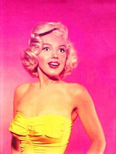 Miss Marilyn Monroe ~~ For more:  - ✯ http://www.pinterest.com/PinFantasy/gente-~-marilyn-sweet-marilyn/