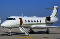 Fly without limits in luxury with our private jet charter services, Private Jet Hire Charter with On-Demand Booking Service. Luxury Jet Airplane Hire quotes with Flight Real-time booking. Gulfstream V, Executive Jet, Jet Air, Luxury Jets, Gear Wheels, Landing Gear, Aircraft Design, Flight Deck, Pet Travel