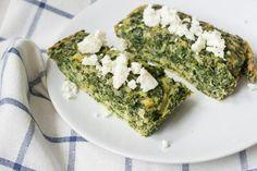 Spinat-Käse Low Carb Quiche servieren