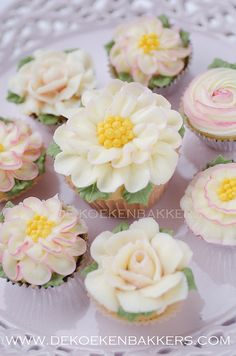 Flower Cupcakes | Cupcakes with handpiped buttercream flower… | Marielle de Vroome | Flickr