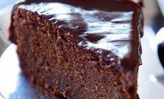 Bolo de chocolate    É uma receita perfeita e muito fácil de confeccionar, o bolo de chocolate fica fofinho e húmido e fará com certeza  as delicias da casa.    Tempo de preparação:20 min