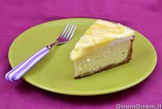 Lemon curd cheesecake -  Il lemon curd cheesecake è diventato uno dei miei cheesecake preferiti alla prima forchettata, ma anche alla seconda, terza, quarta e via dicendo! Visto che era un po' di tempo che facevo solo cheesecake freddi, questa volta ho optato per quello al forno, e devo dire la verità, ho fatto proprio centro! Sul sito [...]
