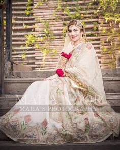 Image may contain: one or more people, wedding and outdoor Bridal Mehndi Dresses, Pakistani Formal Dresses, Indian Bridal Outfits, Indian Bridal Fashion, Bridal Dress Design, Wedding Dresses For Girls, Pakistani Wedding Dresses, Bridal Lehenga, Bridesmaid Dresses