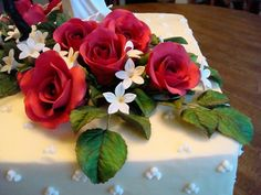 Sugar roses and leaves with stephanotis